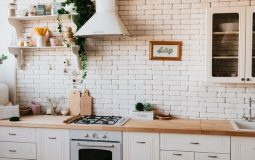 How to stock your weeklong vacation rental kitchen?